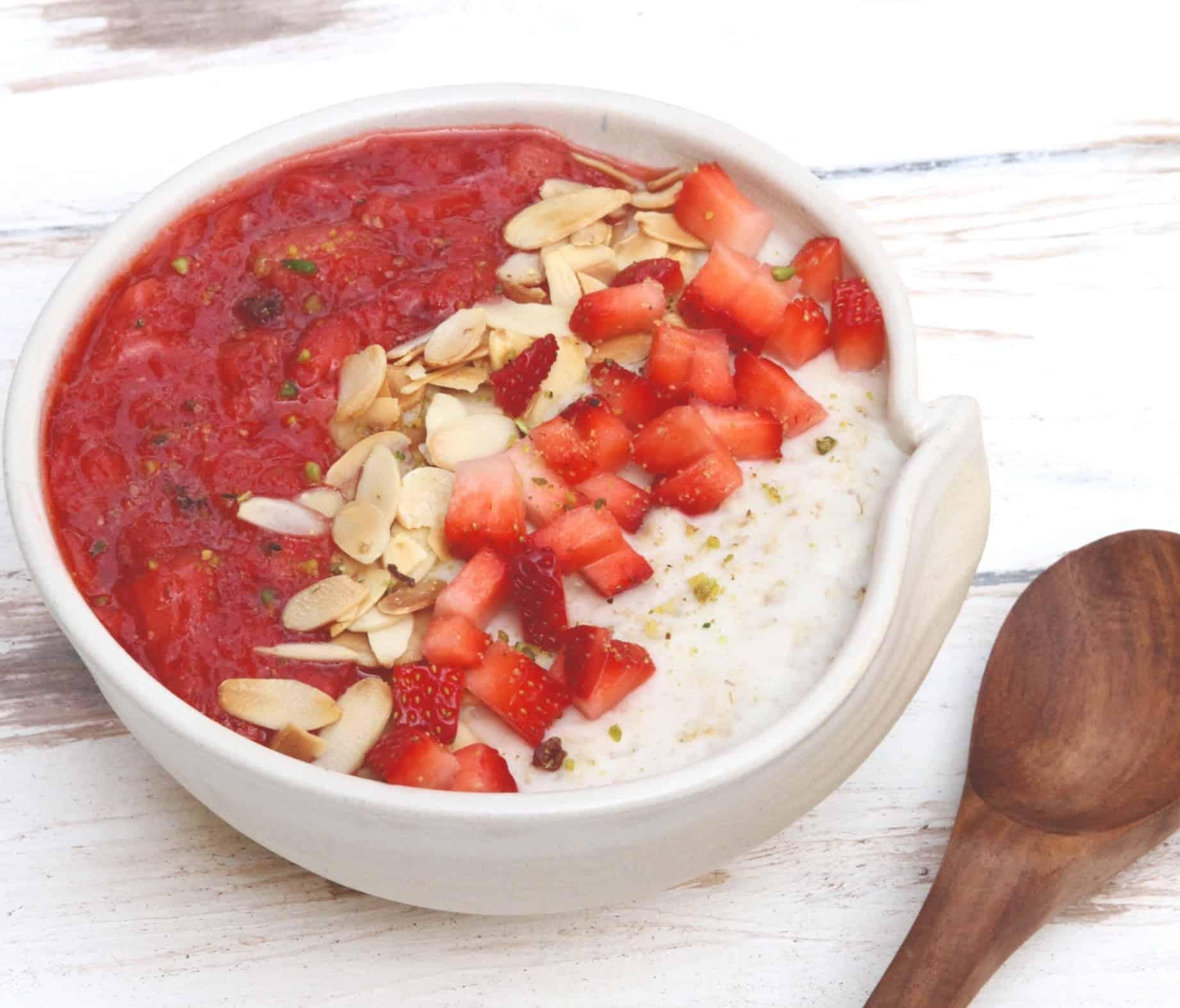Cashew Strawberry Oatmeal