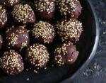 Apricot Tahini Blissballs vegan, snacks, dessert, refined sugarfree ,healthy, high protein, energy balls