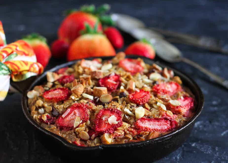 Strawberry 'n Cream Baked Oatmeal vegetarian, oatmeal, baking, breakfast, eggless,fruits