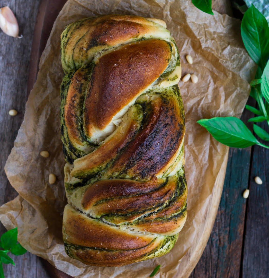 Braided Pesto Bread | Easy vegan no knead recipe