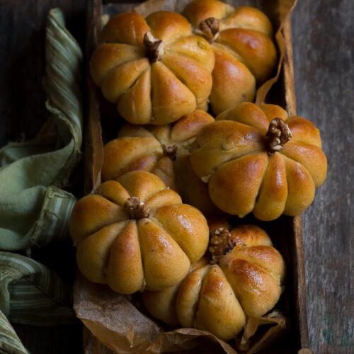 Pumpkin Bread Rolls | Easy Vegan Pumpkin Dinner Rolls