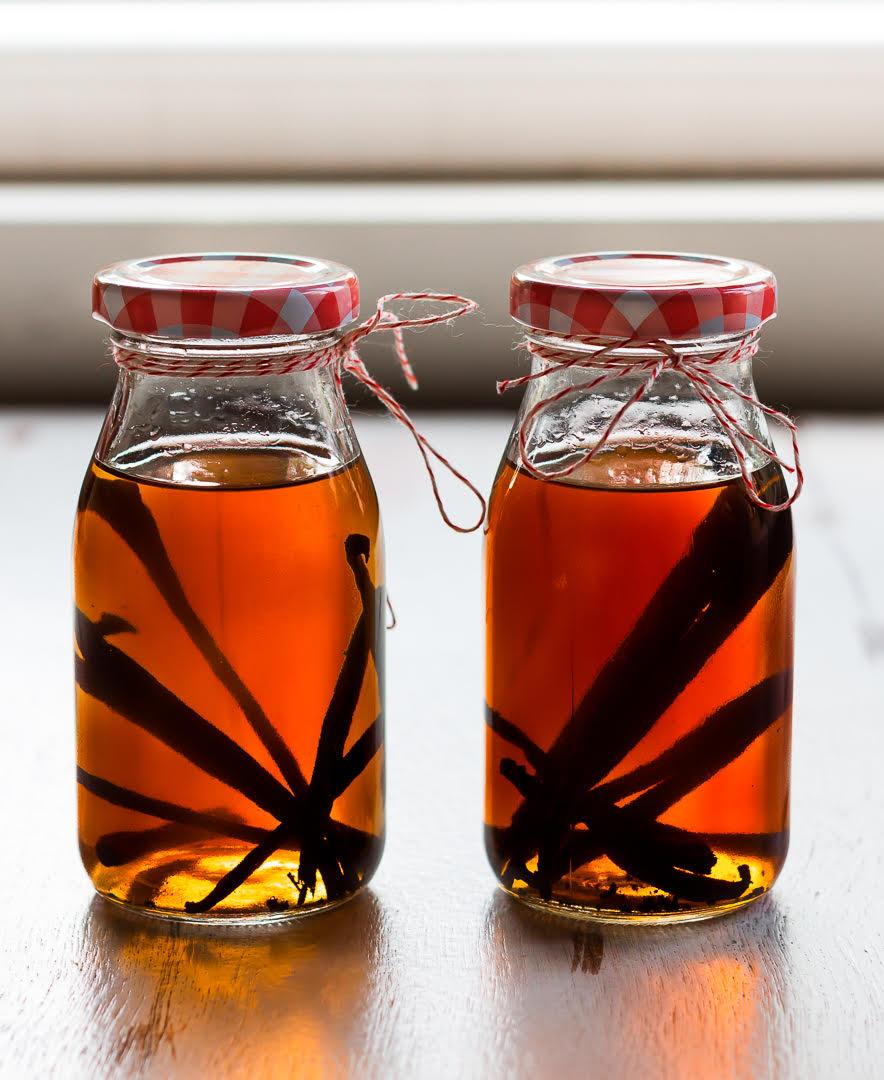 Homemade Vanilla Extract | How to make vanilla extract