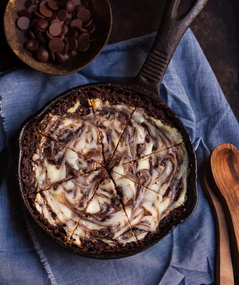 Cheesecake Swirl Brownie | Eggless cheesecake swirl skillet brownie recipe